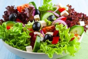 Τρως σαλάτα και πρήζεσαι; - Δες 5 παράγοντες που ευθύνονται γι' αυτό!