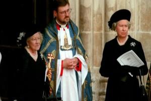 Βασίλισσα Ελισάβετ: Αυτό που έκανε στην κηδεία της Νταϊάνα δεν το περίμενε κανείς - Μια κίνηση άνευ προηγουμένου! (video)