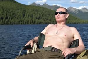 Ρωσία: Αυτή είναι η νέα μανία της χώρας - Ο γυμνόστηθος Πούτιν! (photos)