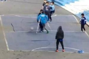 Συγκλονιστικό βίντεο! Mικρό αγόρι με ένα πόδι σκοράρει απίστευτο γκολ!