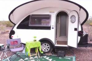 Γυναίκα αποφασίζει να αφήσει το σπίτι της και να μείνει μόνιμα σε αυτό το μικροσκοπικό τροχόσπιτο - Μόλις δείτε το εσωτερικό του θα μείνετε (Photos)