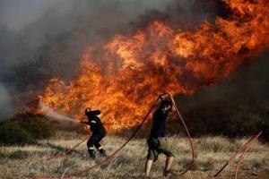 Νέα ισχυρή πυρκαγιά στην χώρα! Απειλεί ιστορική περιοχή!