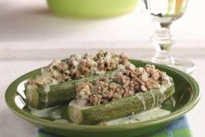 Συνταγή που θα λατρέψετε: Κολοκύθια γεμιστά με αρνίσιο κιμά και σάλτσα αβγολέμονο!