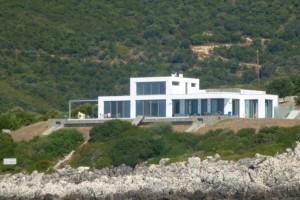 Κανείς δεν το γνώριζε: Ο Τζόρτζιο Αρμάνι έχει υπερπολυτελή βίλα στην Ελλάδα και μάλιστα σε ένα υπέροχο μέρος!