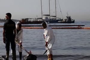 Θρίλερ με το ναυάγιο του Αγία Ζώνη - Η επιχείρηση απάντλησης πετρελαίου έχει σταματήσει εδώ και δύο ημέρες!