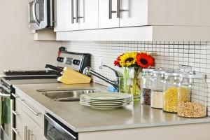 8 έξυπνα και πρακτικά κόλπα που θα σου λύσουν τα χέρια στην κουζίνα!