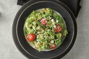 Πράσινη σαλάτα με γραβιέρα και ντοματίνια ψημένα!