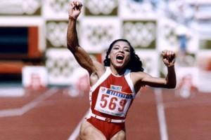 Σαν σήμερα - 21 Σεπτεμβρίου 1998: Πέθανε στα 39 της χρόνια η γρηγορότερη γυναίκα όλων των εποχών! (photos+video)
