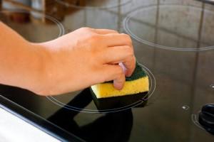 Κεραμικές εστίες: Πώς θα τος καθαρίσετε χωρίς κόπο!