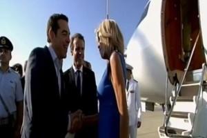 Επίσκεψη Μακρόν: Τι ψιθύρισε ο Αλέξης Τσίπρας στην Μπριζίτ; (video)