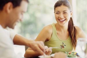 Άντρες VS Γυναίκες: Ποιοι αγαπούν περισσότερο το φαγητό;