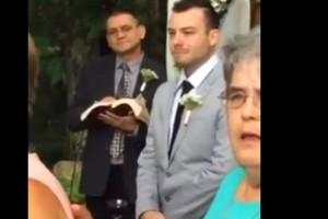 Η πιο συγκινητική υποδοχή νύφης στην εκκλησία: Δεν φαντάζεστε τι έκανε ο γαμπρός! (video)