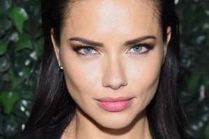 H Αντριάννα Λίμα σου δείχνει πώς να μακιγιάρεσαι σε δυο λεπτά! (video)