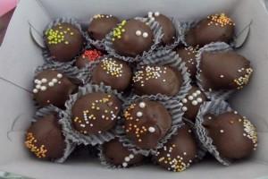 Ένα γλυκό σκέτη «κόλαση» - Φτιάξτε τα πιο λαχταριστά σοκολατάκια πραλίνας!