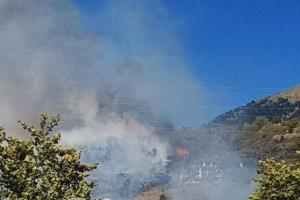 Μεγάλη φωτιά στο Καρπενήσι: Κοντεύουν να φτάσουν σε μεγάλο ξενοδοχείο οι φλόγες!