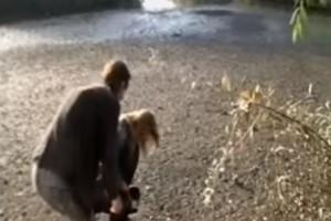 """Απίστευτο: Λίμνη """"κατάπιε"""" on air ρεπόρτερ του ΣΚΑΙ! (video)"""