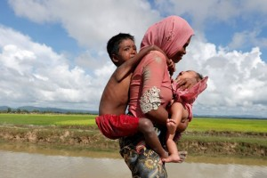 Η φωτογραφία της ημέρας: Η μάχη μιας μητέρας για την επιβίωση της οικογένειας!