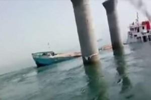 Απίστευτο βίντεο: Η θάλασσα «καταπίνει» φορτηγό πλοίο!
