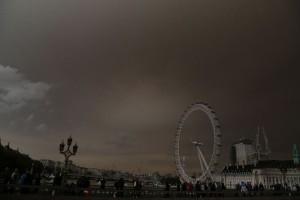 Απίστευτες εικόνες: Κίτρινος ο ουρανός του Λονδίνου από τις πυρκαγιές στην... Πορτογαλία!
