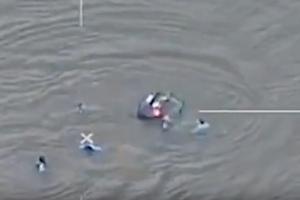 Συγκλονιστικό βίντεο: Αστυνομικοί σώζουν οδηγό από αυτοκίνητο που βυθίζεται!