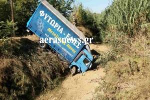 Σοβαρό τροχαίο ατύχημα στο Αγρίνιο - Αυτοκίνητο συγκρούστηκε με φορτηγό (Photo)