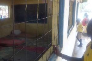Έκαψαν ζωντανό και λιθοβόλησαν μαθητή στην Κένυα που κατηγορείτο για μακελειό σε σχολείο!