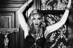Η Μαντόνα φωτογραφίζεται μόνο με τα εσώρουχά της λίγο πριν τα 60 της!