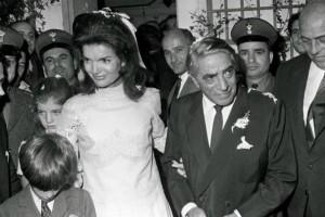 Σαν σήμερα 20 Οκτωβρίου του 1968 παντρεύονται ο Αριστοτέλης Ωνάσης και η Τζάκι Κένεντι: Οι άγνωστες λεπτομέρειες του γάμου του «αιώνα»!
