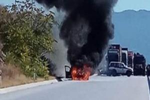 Απίστευτο περιστατικό στη Θεσσαλονίκη: Περιπολικό της αστυνομίας έπιασε φωτιά