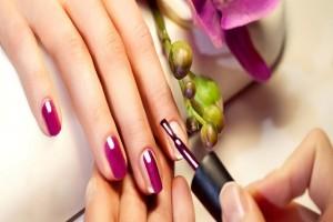 Κορίτσια δώστε βάση: 5 συνήθειες για όμορφα και γερά νύχια!