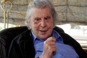 Άρθρο-παρέμβαση του Μίκη Θεοδωράκη για Τσίπρα: Πούλησε την Ελλάδα για 100 χρόνια στους ξένους!