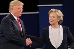 """O Ντόναλντ Τραμπ """"τρολάρει"""" την Χίλαρι και την παρακαλεί να είναι ξανά υποψήφια για Πρόεδρος των ΗΠΑ! (video)"""