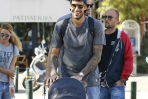 Περήφανος μπαμπάς: Ο Γιώργος Πρίντεζης κάνει βόλτα με την νεογέννητη κορούλα του!