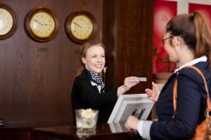Νέα μόδα θέλει τους υπαλλήλους ξενοδοχείων να μας βγάζουν φωτογραφίες για το Instagram!
