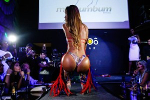 """Miss BumBum"" 2017: Αυτή είναι η βασίλισσα των οπισθίων! (photos)"