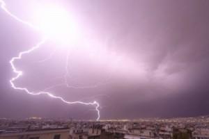 Ένα εντυπωσιακό βίντεο που δείχνει την σφοδρή καταιγίδα που έπληξε την Αττική!