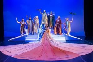Διαγωνισμός Athensmagazine.gr: Δύο διπλές προσκλήσεις για το «η γέννηση του κόσμου και ιστορίες των θεών του Ολύμπου» από την Κάρμεν Ρουγγέρη!