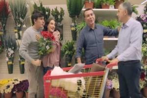 """""""Καταπέλτης"""": Πατέρας 4 παιδιών """"τσακίζει"""" τα Jumbo για την περιβόητη διαφήμιση με το gay ζευγάρι!"""