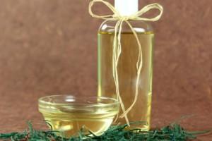 Ποιος είπε ότι το baby oil είναι μόνο για τα μωρά; Έξυπνες χρήσεις του που θα σας λύσουν τα χέρια στο σπίτι!