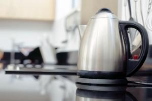 Πώς θα καθαρίσετε με τον πιο αποτελεσματικό τρόπο τον βραστήρα!