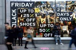 Black Friday αλά… ελληνικά:  Με εκπτώσεις και προσφορές προσπαθούν να προσελκύσουν τους καταναλωτές!