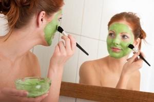 Φτιάξτε μια θαυματουργή σπιτική μάσκα προσώπου με μέντα!