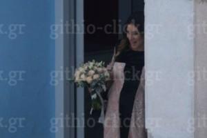 Γάμος Αθηνάς Οικονομάκου – Φίλιππου Μιχόπουλου: Οι πρώτες εικόνες από την λαμπερή τελετή και το νυφικό της μέλλουσας μανούλας!