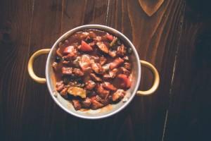 Ονείρια: Το μεζεδοπωλείο στο Χαλάνδρι που θα θα φας λουκουμάδες γεμιστούς με τραχανά και φέτα!