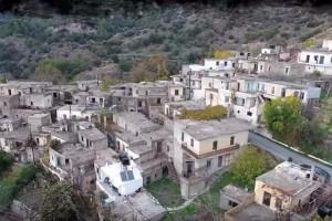 Ομορφιά που απολαμβάνουν μόνο 8 κάτοικοι: Το χωριό «φάντασμα» της Κρήτης! (Video)