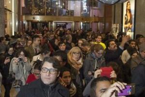 Πανικός στην Αμερική για την Black Friday: Χιλιάδες ουρές στα καταστήματα! (Photos)