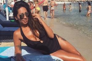 """Αντέχετε; Η """"καυτή"""" και δυναμική Ελληνίδα επιχειρηματίας """"γκρεμίζει"""" το Instagram! (photos)"""