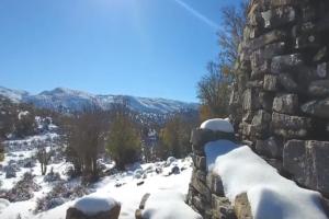 Έπεσαν τα πρώτα χιόνια στην Κρήτη δημιουργώντας μια Χριστουγεννιάτικη ατμόσφαιρα! (Video)