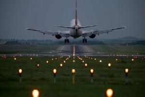 Απίστευτο κι όμως αληθινό: Έγινε αναγκαστική προσγείωση αεροπλάνου γιατί δεν της έφερναν... σαμπάνια!