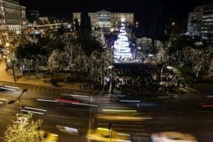 Φωταγωγήθηκε το Χριστουγεννιάτικο δέντρο στο Σύνταγμα! Πιο εντυπωσιακό από ποτέ (photos)